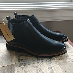 *never worn* Deer Stags black leather boots